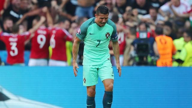 Video hai: 'Khi Ronaldo noi gian' hinh anh