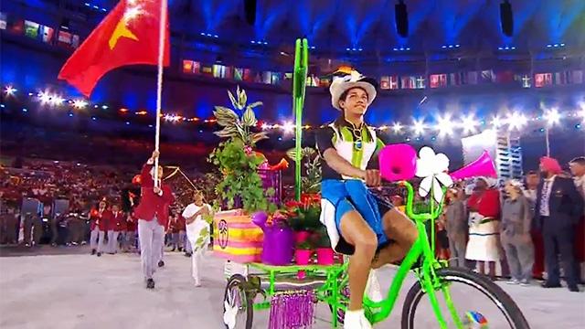Quoc ky Viet Nam tung bay tai le khai mac Olympic Rio 2016 hinh anh