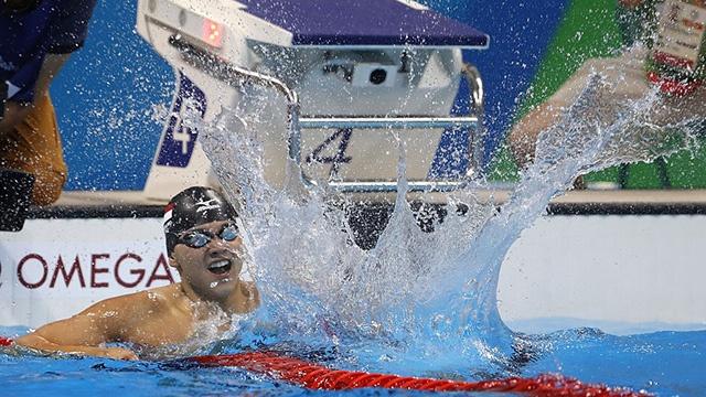 Schooling vuot qua Michael Phelps gianh HCV 100 m boi buom hinh anh
