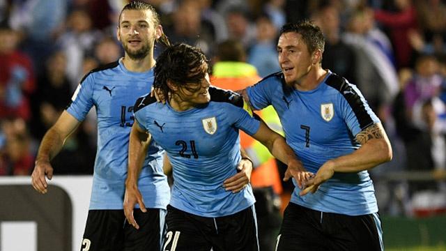 Cavani lap cu dup giup Uruguay tiep tuc dan dau hinh anh