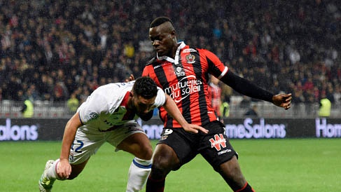Doi bong cua Balotelli vung vang o ngoi dau Ligue 1 hinh anh