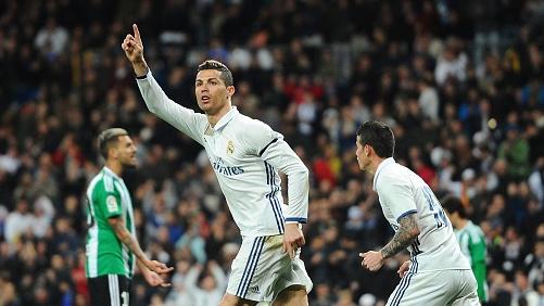 Fact #6: Ronaldo lien tiep lap ky luc hinh anh