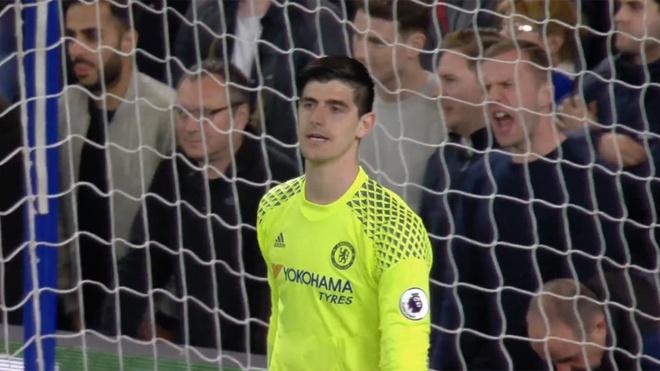 Can canh sai lam cua Courtois khien Chelsea nhan ban thua hinh anh