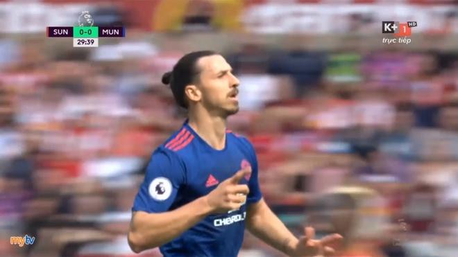 Pha lam ban dang cap cua Ibrahimovic vao luoi Sunderland hinh anh