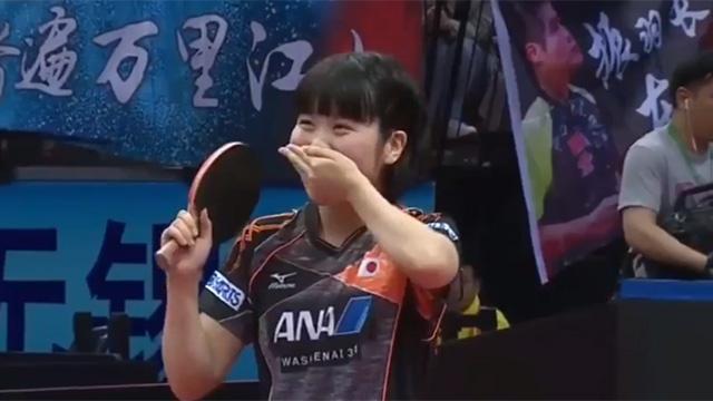 Video Miu Hirano bat ngo vuot qua tay vot Ding Ning hinh anh