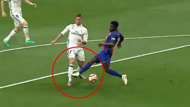Video Ronaldo nga trong vong cam cua Barca nhung khong co 11 m hinh anh