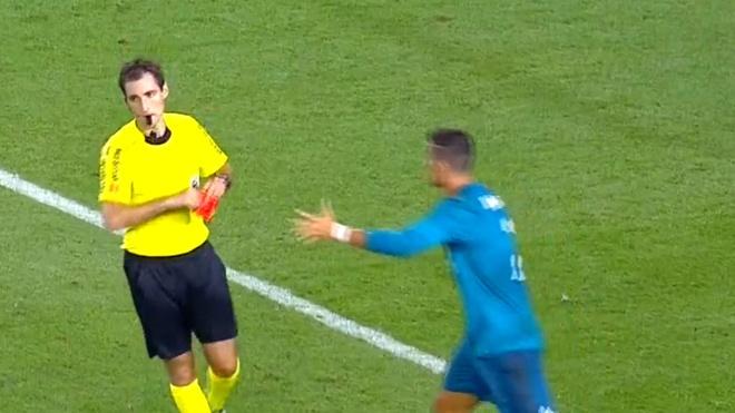 Ronaldo nhan the do ngay sau khi lap sieu pham hinh anh