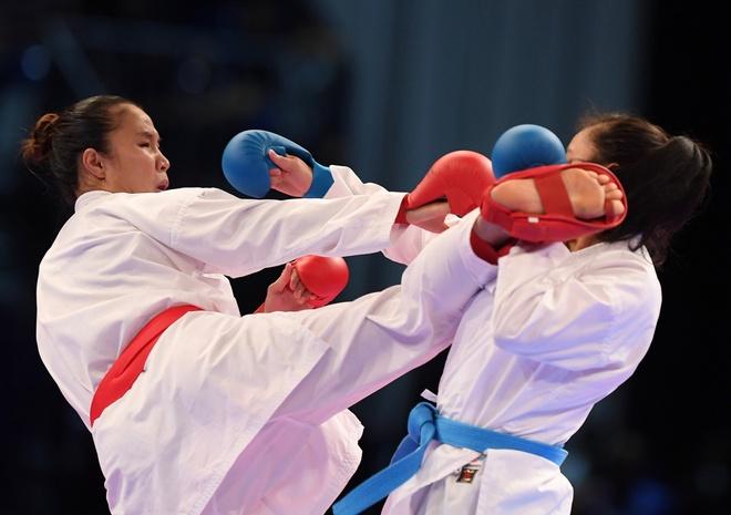 Hong Anh gianh HCV karatedo du bi xu ep hinh anh