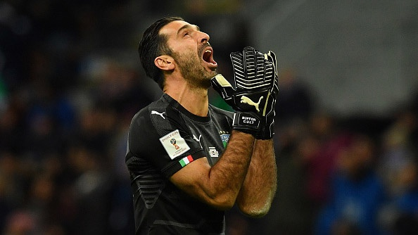 Gianluigi Buffon khoc sau that bai cua Italy hinh anh