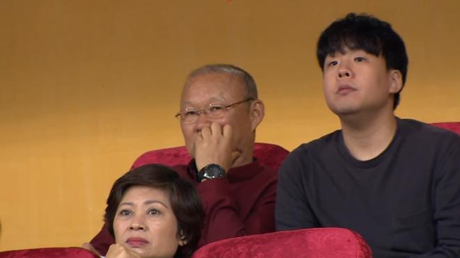 Bau Hien cuoi hanh phuc khi CLB Ha Noi thang doi Quang Nam 1-0 hinh anh 17