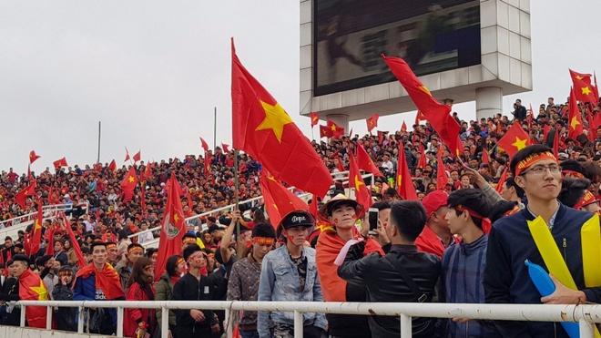 VTV: Fanzone My Dinh soi dong truoc tran chung ket U23 chau A hinh anh
