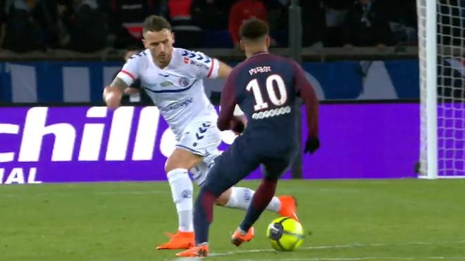 Cau thu Strasbourg buong xuoi truoc nhung pha xu ly cua Neymar hinh anh