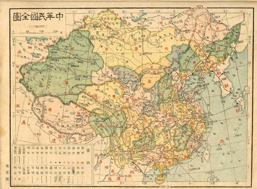 Cuốn sách có hệ thống tư liệu hình ảnh phong phú như tấm bản đồ cổ Hoàng triều trực tỉnh địa dư toàn đồ khẳng định chủ quyền biển đảo của VIệt Nam.