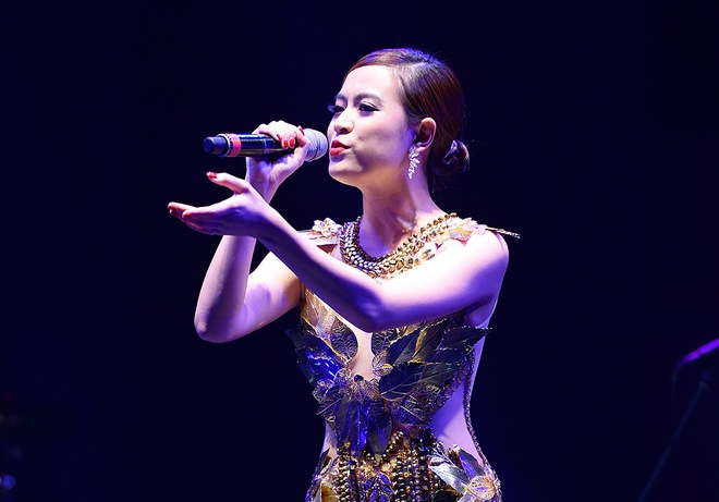 Hoang Thuy Linh toa sang tren san khau Gio mua hinh anh