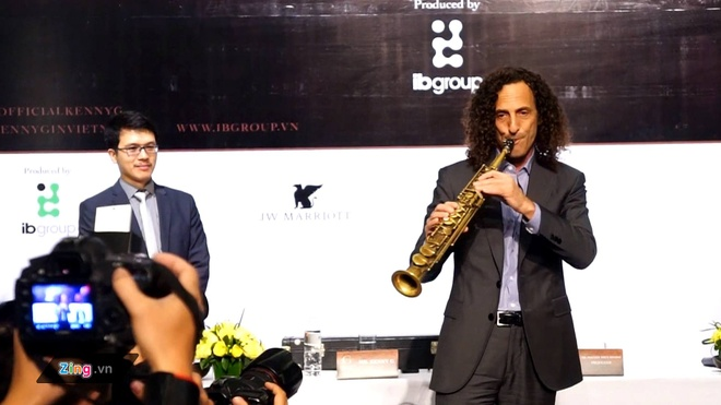 Kenny G ngau hung 'Forever in love' trong hop bao tai Ha Noi hinh anh