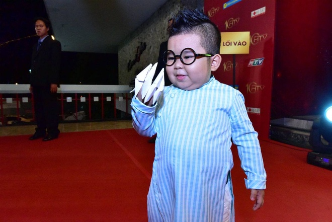 Tran Thanh nhan 2 giai thuong HTV Awards 2016 hinh anh 6