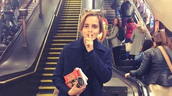 Emma Watson va y tuong giau sach o ga tau dien ngam hinh anh