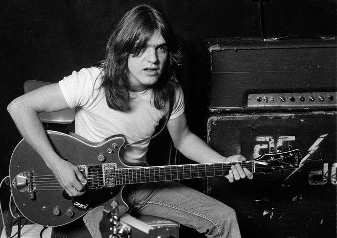Thanh vien nhom rock huyen thoai AC/DC qua doi hinh anh 1