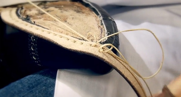 Can canh cong doan lam giay nghin do cua Louis Vuitton hinh anh 11