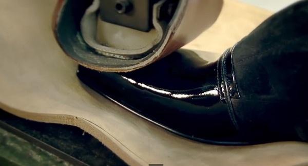 Can canh cong doan lam giay nghin do cua Louis Vuitton hinh anh 14