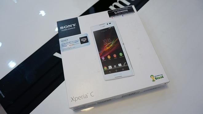Đập hộp Sony Xperia C 2 SIM chính hãng giá 6,9 triệu đồng