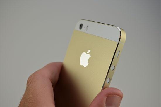 Vi sao iPhone 5S mau vang ha nhiet tai Viet Nam? hinh anh