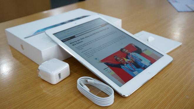 Mo hop iPad Air chinh hang vua ban ra tai VN hinh anh
