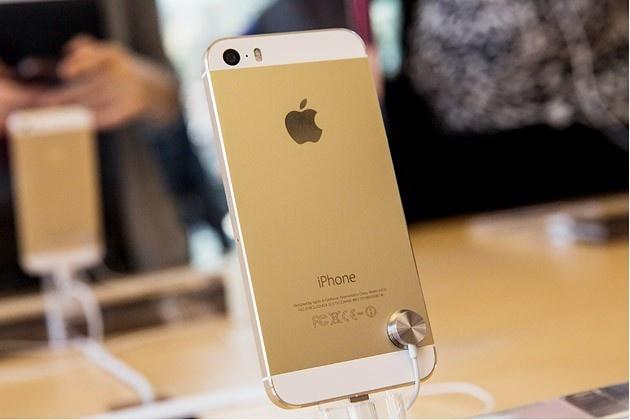 iPhone 5S, 5C khoa mang gia 5 den 7 trieu tran ve VN hinh anh