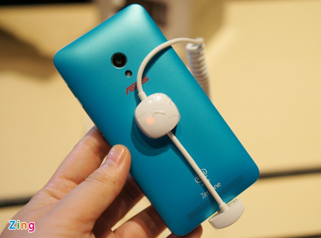Anh, video thuc te Zenfone 4 man hinh 4,5 inch sap ban o VN hinh anh 2