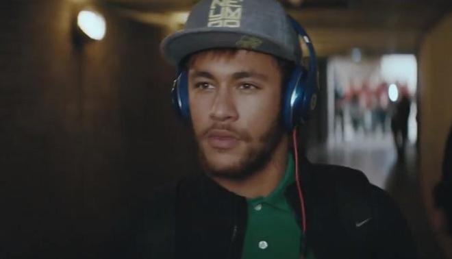 Nhung cau thu deo tai nghe Beats bi cam tai World Cup 2014 hinh anh 4