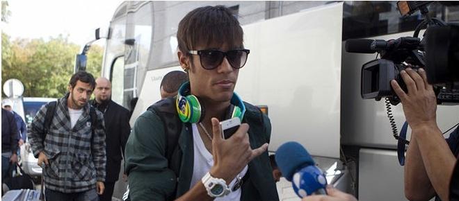 Nhung cau thu deo tai nghe Beats bi cam tai World Cup 2014 hinh anh 1