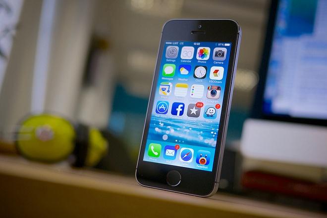 iPhone 5S ha gia manh con 99 USD tai My hinh anh