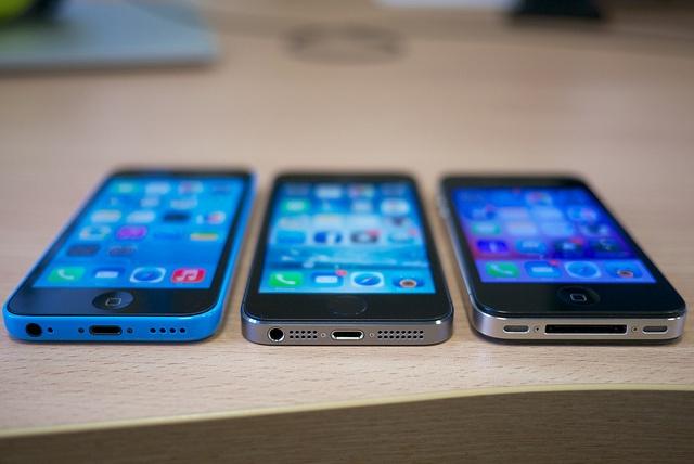 Chieu lua mua iPhone bang tin nhan va bien lai ngan hang gia hinh anh