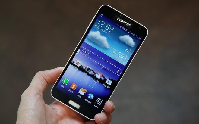 5 mau smartphone xach tay gia tot dang gay sot tai VN hinh anh