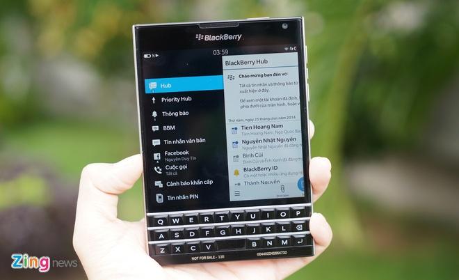 Cận cảnh BlackBerry Passport đầu tiên tại Việt Nam - Mobile