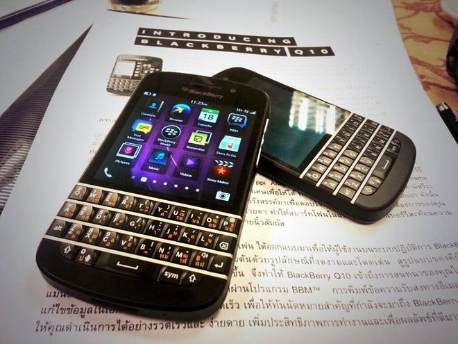 BlackBerry Q10 chinh hang ban phim Thai 4,9 trieu o VN hinh anh