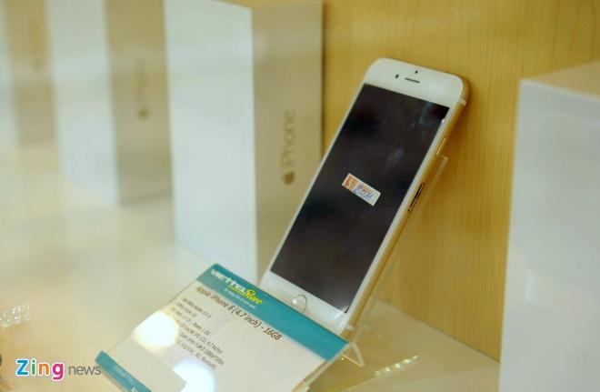 iPhone 6 co mat tai cua hang cua nha mang, san sang ban ra hinh anh 3