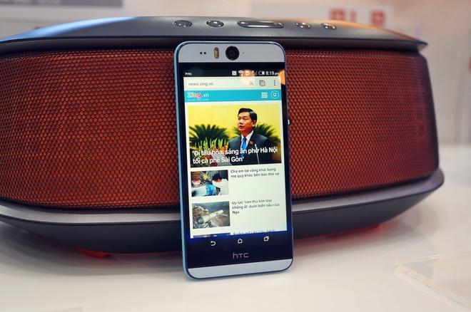 Mo hop HTC Desire Eye voi camera tu suong 13 cham o VN hinh anh