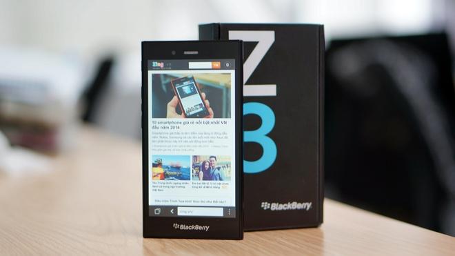 Dai ly dua nhau giam gia BlackBerry Z3 ve muc 4 trieu dong hinh anh