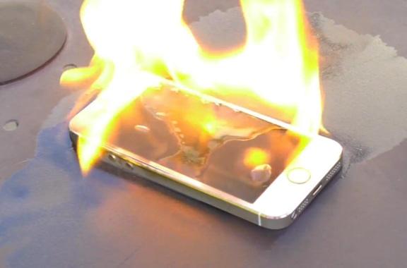 iPhone 5S bong nhien phat hoa, chay rui trong dem o Sai Gon hinh anh