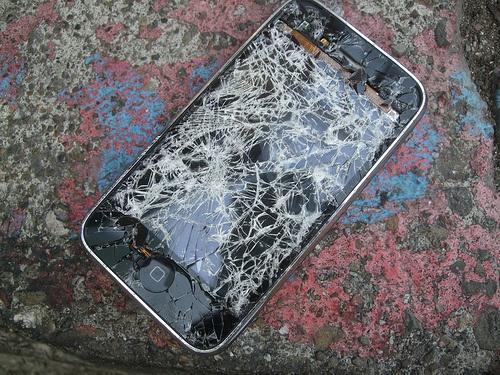 Lam gi khi iPhone bi nut vo man hinh? hinh anh