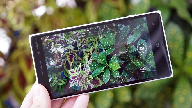 Lumia 830 giam gia gan mot trieu dong hinh anh