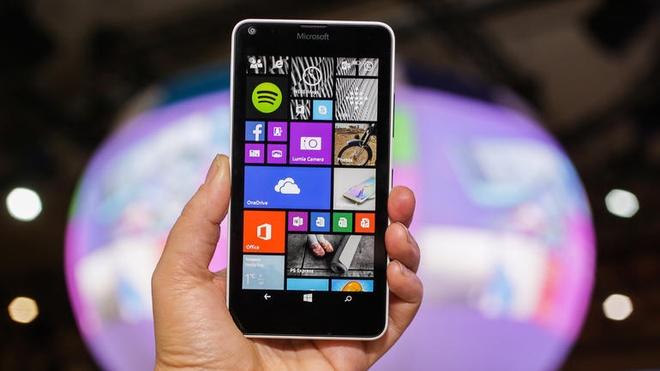 Lumia 640 2 SIM man hinh HD, camera 8MP gia 3,7 trieu tai VN hinh anh