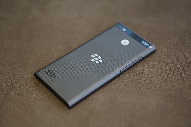 4 smartphone gia tot vua len ke tai Viet Nam hinh anh