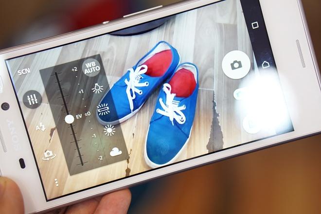5 smartphone tam trung tot nhat nua dau 2015 hinh anh