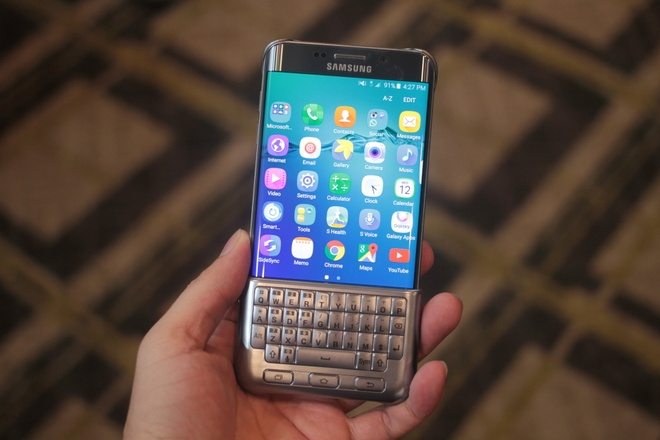 Can canh ban phim QWERTY cho Galaxy S6 Edge+ hinh anh