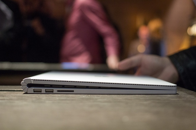 Anh thuc te Surface Book manh gap doi MacBook Pro hinh anh