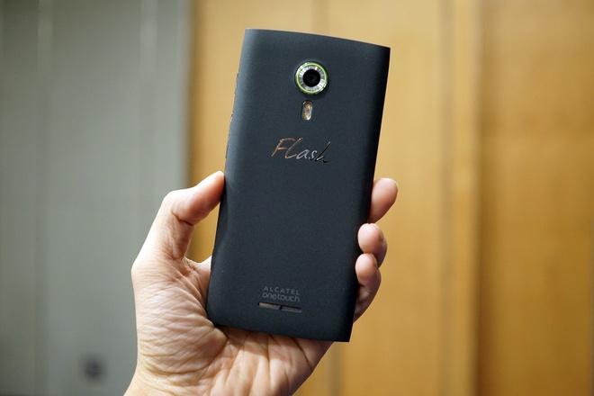 Alcatel ra smartphone chuyen chup anh gia 2,9 trieu dong hinh anh