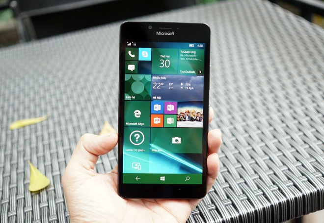 Can canh Microsoft Lumia 950 vua co mat tai Sai Gon hinh anh