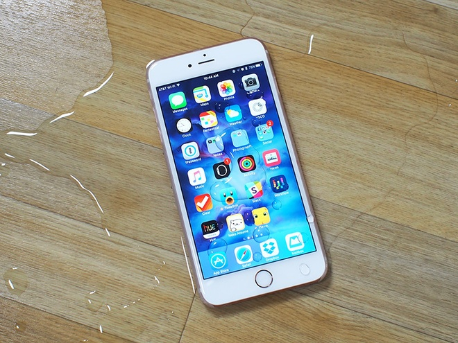 iPhone 7 co the dung cong nghe man hinh chiu duoc tay uot hinh anh